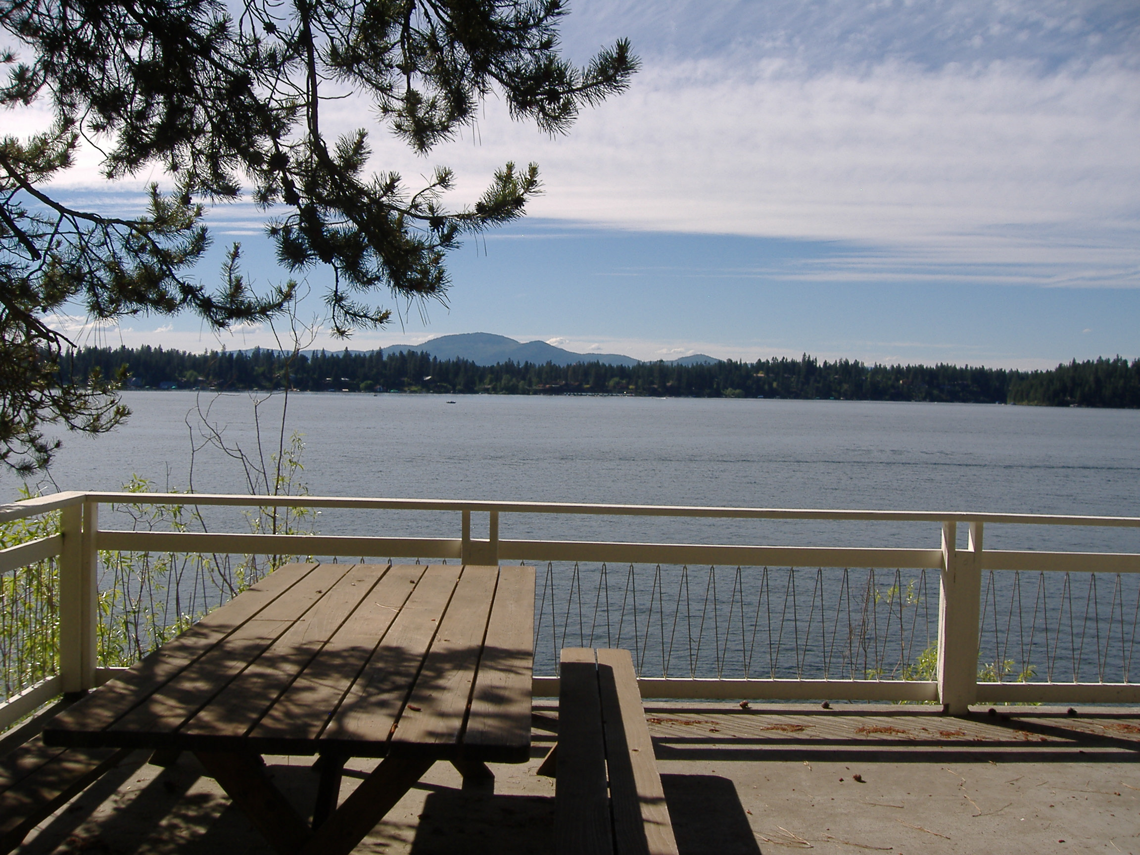 Lakefront Cabin on Hayden Lake -Furnished-$1200 weekly rate!